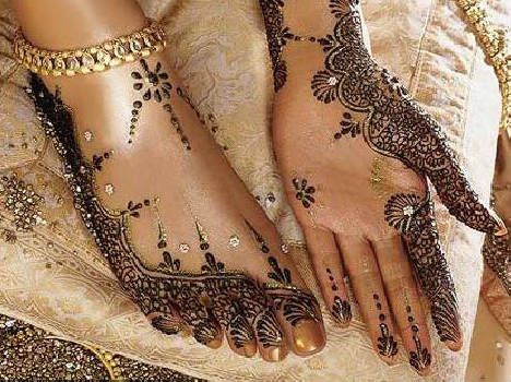 Karva chauth best arabic+Indian mehandi design on both hand and foot for unmaried girls
