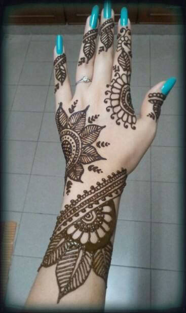 Latest karva chauth attractive mehandi designs for new married girls